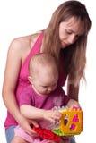 Mutter, die mit Tochter spielt Lizenzfreies Stockfoto