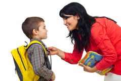 Mutter, die Sohn für Schule vorbereitet Stockbild
