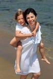 Mutter, die Tochterdoppelpol gibt Stockfotografie