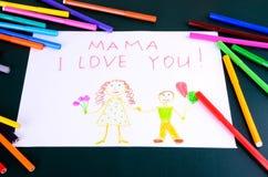 Mutter die Zeichnung des Kindes, ich liebe dich Nahaufnahme Lizenzfreie Stockbilder