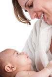 Mutter, die Baby mit Liebe hält Lizenzfreies Stockbild