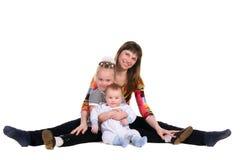 Mutter, ihre Tochter und Sohn Lizenzfreie Stockfotografie