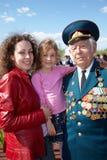 Mutter, Mädchen und Veteran des großen patriotischen Krieges Lizenzfreie Stockbilder