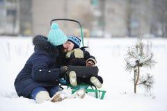 Mutter mit dem Sohn Lizenzfreie Stockfotos