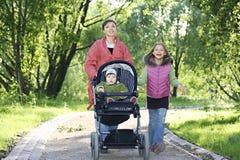 Mutter mit Kindern Lizenzfreie Stockbilder
