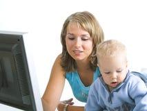 Mutter mit kleinem Jungen Lizenzfreies Stockfoto
