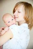 Mutter mit neugeborenem stockbild