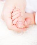 Mutter mit neugeborenem Schätzchen stockbilder