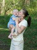 Mutter mit Schätzchen Lizenzfreies Stockfoto