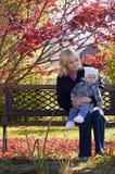 Mutter mit Schätzchen Stockfotos