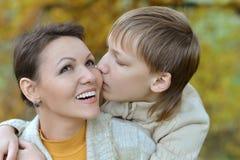 Mutter mit Sohn Stockfoto