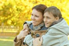 Mutter mit Sohn Lizenzfreie Stockbilder