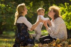 Mutter mit Sohn und Großmutter Stockfoto