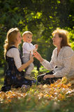 Mutter mit Sohn und Großmutter Stockbilder