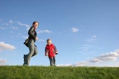 Mutter mit Sohnspiel Stockbilder