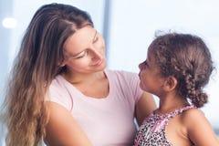 Mutter mit Tochter Lizenzfreies Stockbild