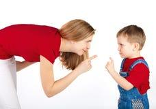 Mutter schilt ihren Sohn Lizenzfreies Stockbild