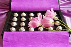 Mutter-Tag oder Valentinsgruß-Geschenkbox - Foto auf lager Stockbilder