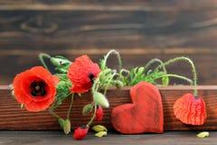 Mutter-Tagesherz und -mohnblumen stockfotografie