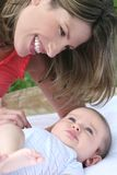 Mutter und Baby Lizenzfreie Stockfotografie