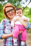 Mutter- und Babyporträt stockfoto