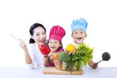 Cheffamilien-Kochgemüse Lizenzfreies Stockfoto