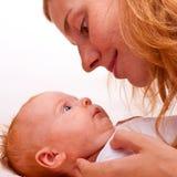 Mutter und ihr kleines Schätzchen Lizenzfreies Stockbild