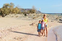 Mutter und ihre Kinder Lizenzfreie Stockfotos