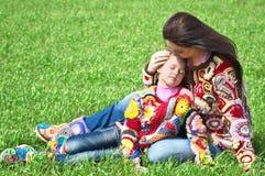 Mutter und ihre Tochter lizenzfreies stockfoto