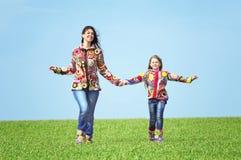 Mutter und ihre Tochter Stockbild