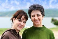 Mutter- und Jugendlichmädchen lizenzfreies stockbild
