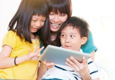 Mutter und Kinder Lizenzfreies Stockbild