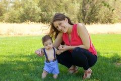 Mutter und neugeborenes Schätzchen Lizenzfreie Stockfotos