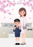 Mutter und Sohn auf Schulhintergrund unter Kirschblütenbäumen Stockbilder
