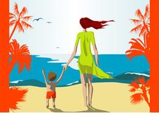 Mutter und Sohn auf Strand Lizenzfreies Stockbild