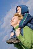 Mutter und Sohn, die Spaß haben Lizenzfreie Stockfotografie