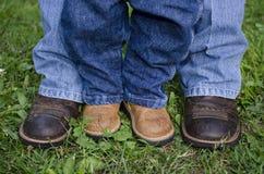 Mutter-und Sohn-Füße Lizenzfreie Stockbilder