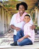 Mutter und Sohn Mappy Lizenzfreie Stockfotos
