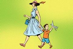 Mutter und Sohn mit Spielzeug Stockbilder
