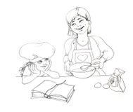 Mutter und Tochter bilden die Torte Stockbilder