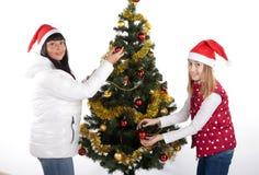 Mutter und Tochter, die Weihnachten feiern Stockbild
