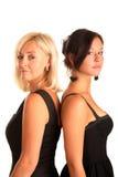 Mutter und Tochter, die zurück zu Rückseite stehen Lizenzfreies Stockbild