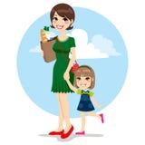 Mutter-und Tochter-Einkaufen Lizenzfreies Stockbild