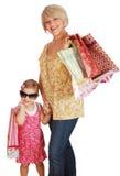 Mutter und Tochter mit Einkaufenbeuteln Stockbilder