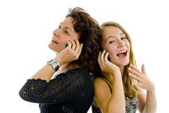 Mutter und Tochter am Telefon Lizenzfreies Stockbild