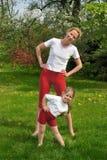 Mutter und Tochter - Training Stockfoto