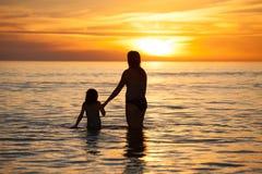 Mutter- und Tochterqualitätszeit zusammen Stockfoto