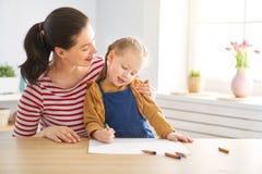 Mutter- und Tochterzeichnung lizenzfreie stockfotografie