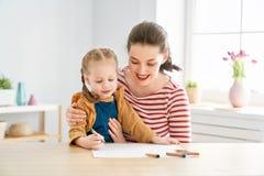 Mutter- und Tochterzeichnung lizenzfreie stockbilder