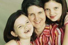 Mutter und zwei junge Töchter Stockfotos